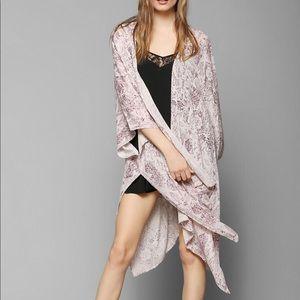 Ecote Crinkle Square Kimono Jacket